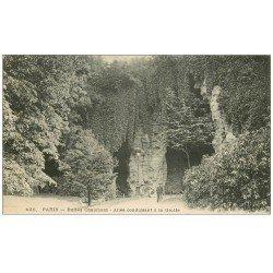 carte postale ancienne PARIS 19. Buttes Chaumont. Allée conduisant à la Grotte