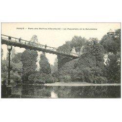 carte postale ancienne PARIS 19. Buttes Chaumont. Passerelle et Belvédére
