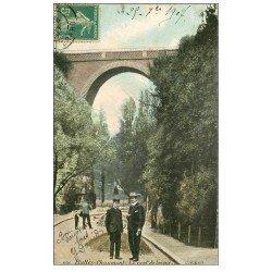 carte postale ancienne PARIS 19. Buttes Chaumont. Pont de brique 1907