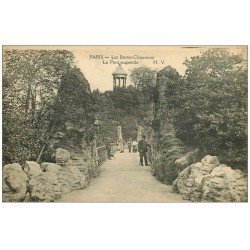 PARIS 19. Buttes Chaumont. Pont Suspendu