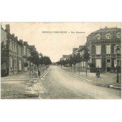 carte postale ancienne 10 ROMILLY-SUR-SEINE. Rue Gambetta