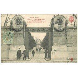 carte postale ancienne PARIS 20. Cimetière Père Lachaise. Gardiens Porte Principale 1905. Collection Fleury