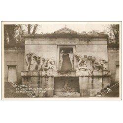 carte postale ancienne PARIS 20. Cimetière Père Lachaise. Monument aux Morts