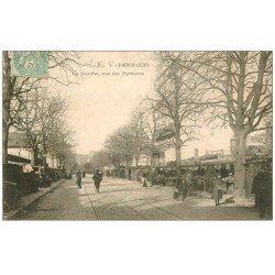 carte postale ancienne PARIS 20. Le Marché Rue des Pyrénées 1905
