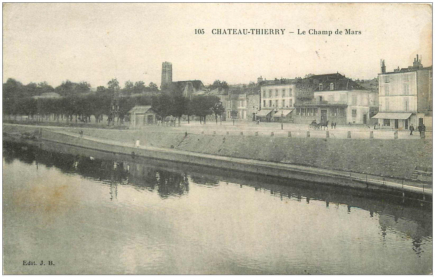 carte postale ancienne 02 CHATEAU-THIERRY. Le Champ de Mars 1914