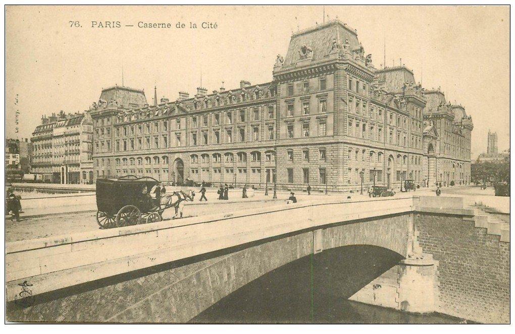 carte postale ancienne PARIS I°. Caserne de la Cité vers 1900