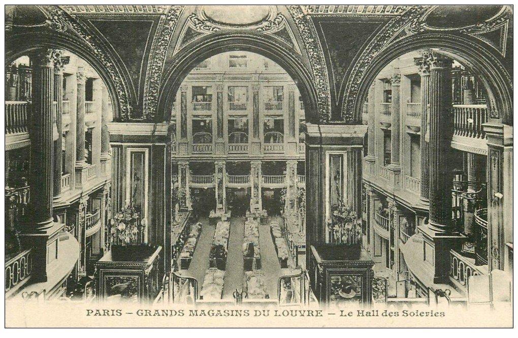 carte postale ancienne PARIS I°. Grands Magasins du Louvre. Hall des Soieries 1927