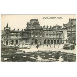 PARIS 01 Le Louvre Cour Monument Gambetta et Autobus
