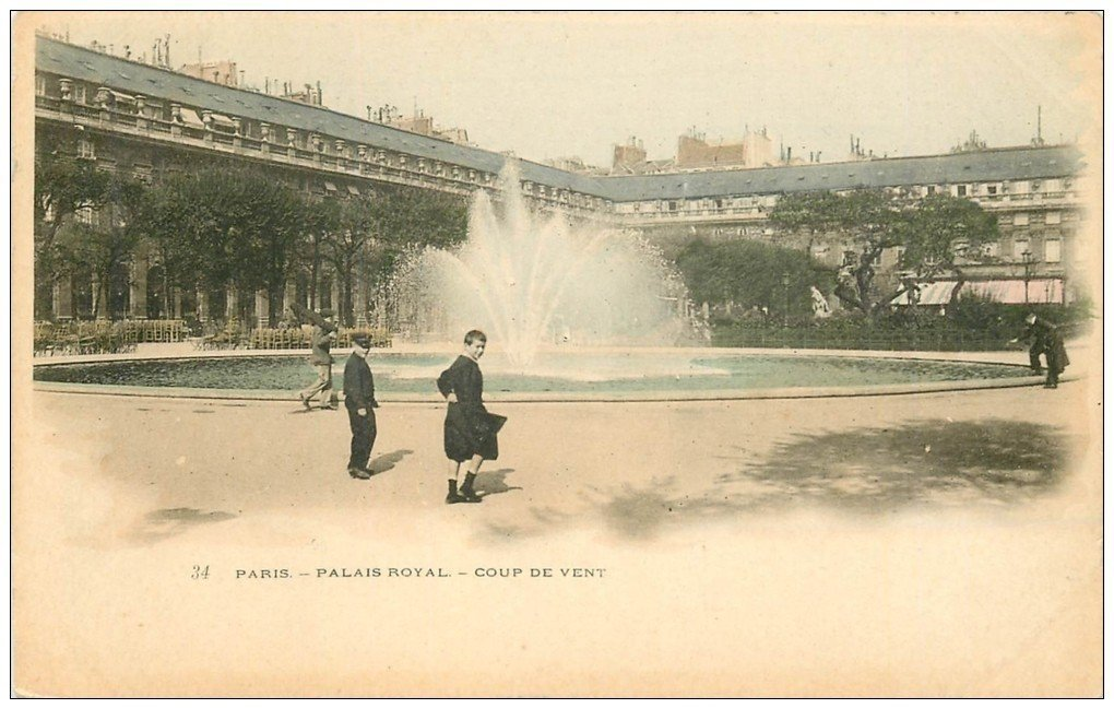 carte postale ancienne PARIS I°. Palais Royal coup de Ventvers 1900