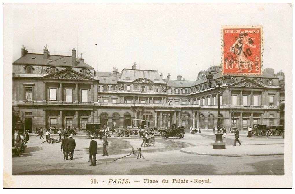 carte postale ancienne PARIS I°. Place du Palais Royal 1910 carte photo