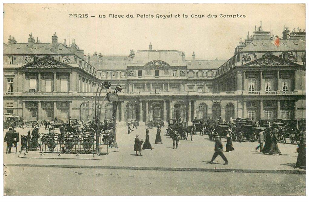carte postale ancienne PARIS I°. Place du Palais Royal et Cour des Comptes 1916 bouche du Métropolitain