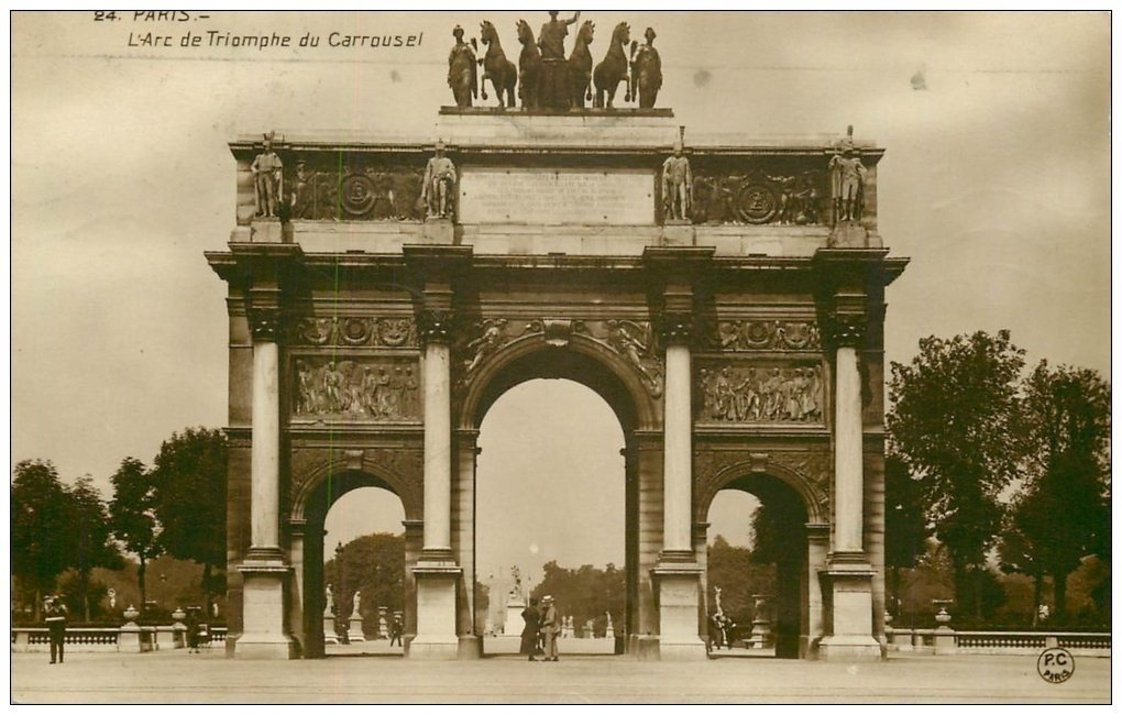 PARIS 01 Carrousel Arc Triomphe 1930