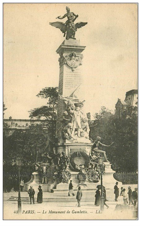 carte postale ancienne PARIS Ier. Monument Gambetta