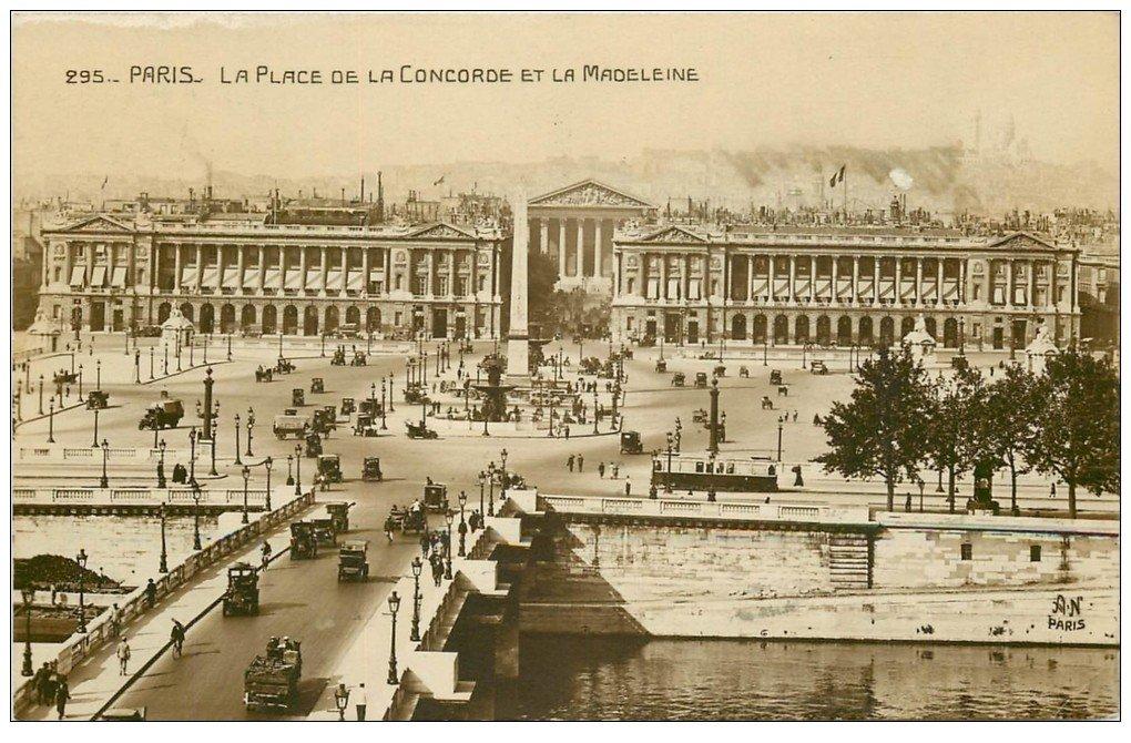 carte postale ancienne PARIS Ier. Place Concorde et la Madeleine 1923