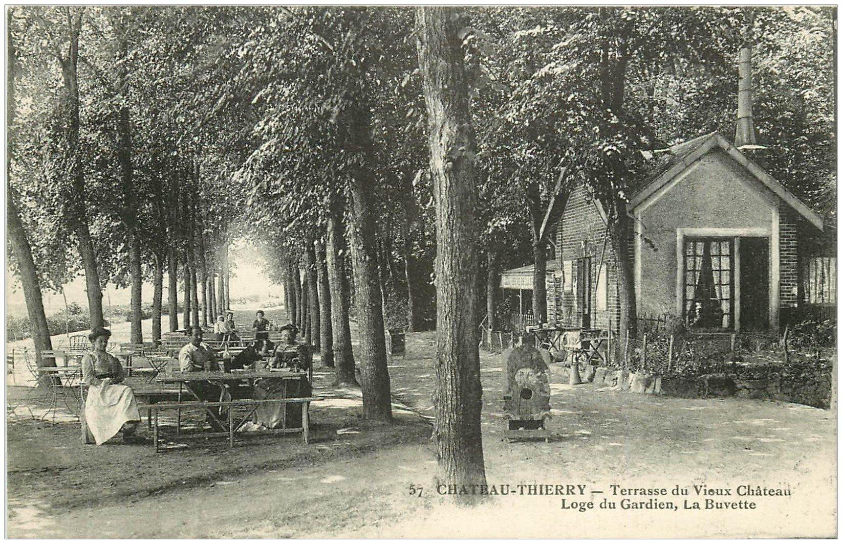 carte postale ancienne 02 CHATEAU-THIERRY. Loge du Gardien. La Buvette 1917 Terrasse du Château