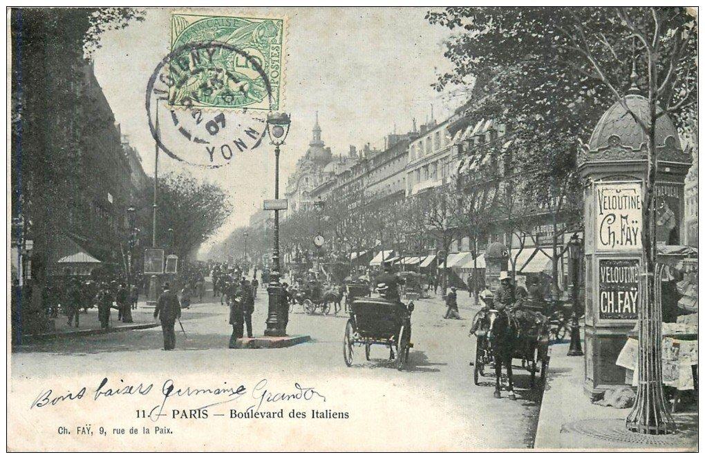 carte postale ancienne PARIS II° Boulevard des Italiens. Kiosque à journaux Morisse 1907