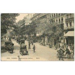 carte postale ancienne PARIS II° Boulevard des Italiens. Taxis et Attelages 1915
