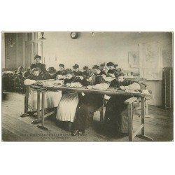 carte postale ancienne PARIS II° Cours de Broderie Société d'Enseignement Moderne