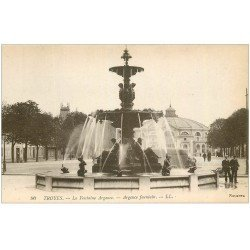 carte postale ancienne 10 TROYES. Fontaine Argence et le Cirque. Selecta n°90
