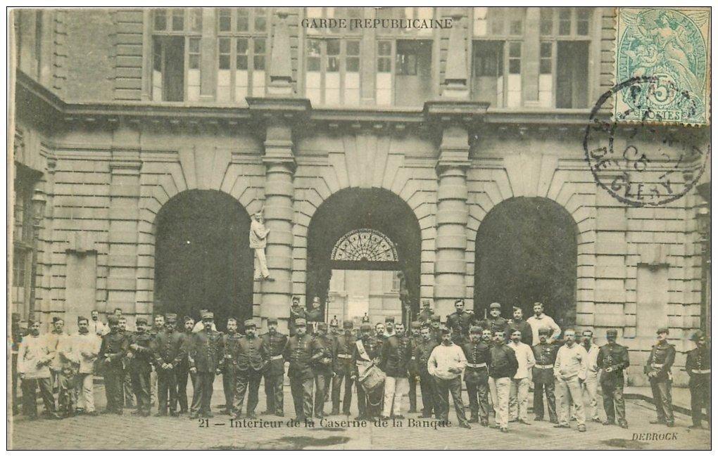 carte postale ancienne PARIS II° Garde Républicaine. Caserne de la Banque l'intérieur 1905