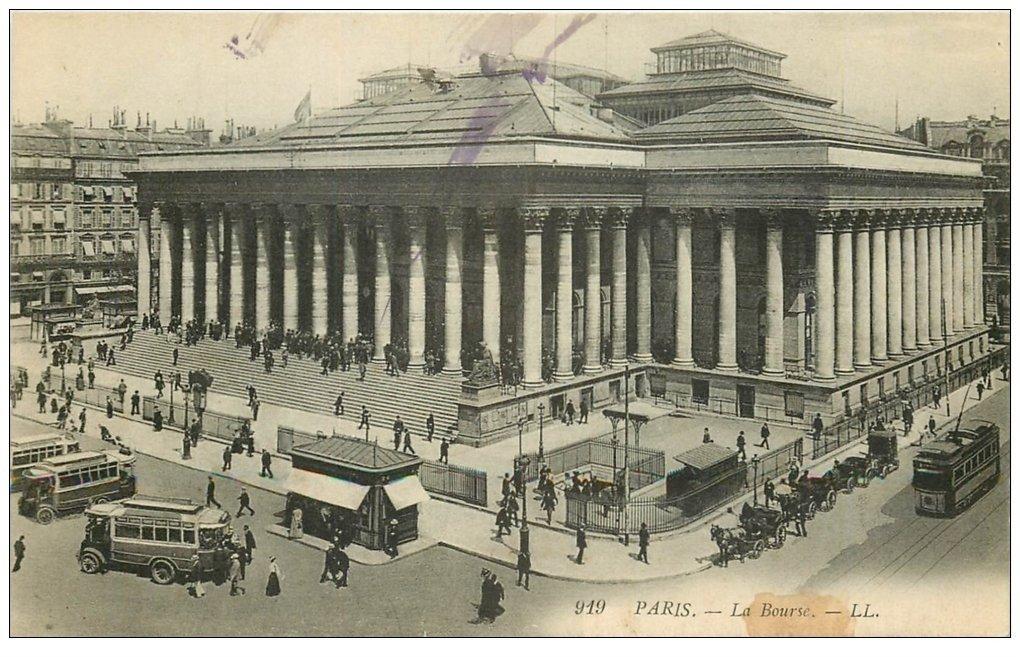 carte postale ancienne PARIS II° La Bourse. Bouche du Métropolitain, Autobus et Tramway 919