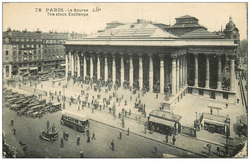 carte postale ancienne PARIS II° La Bourse. Métropolitain et voitures de maître 1927