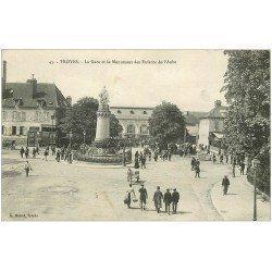 carte postale ancienne 10 TROYES. Gare et Monument des Enfants de l'Aube