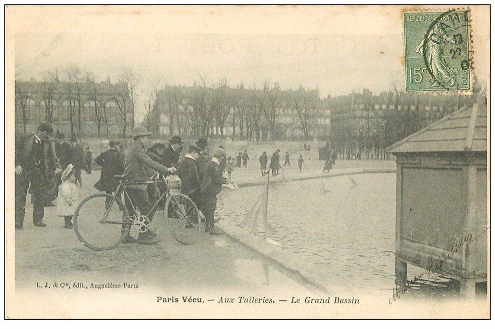 carte postale ancienne PARIS VECU. Petit Voiliers sur le Grand Bassin aux Tuileries. Timbrée 1903 mais vierge