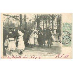 carte postale ancienne PARIS VECU. Un rendez-vous d'Enfants aux Champs-Elysées 1905 Vendeur ambulant