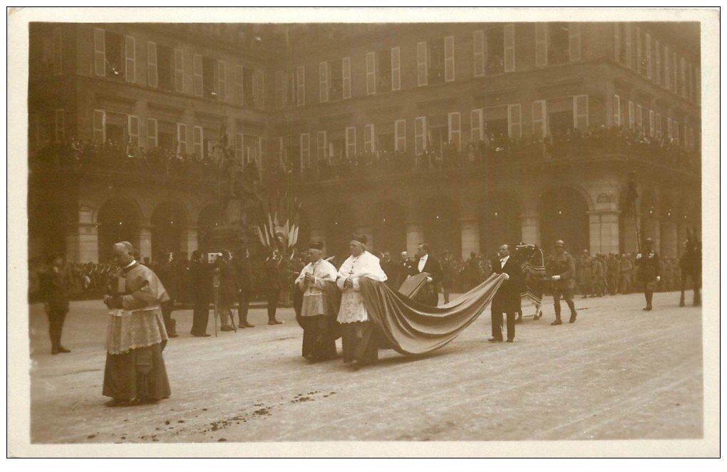 carte postale ancienne PARIS. Funérailles Maréchal Foch 1929. Cardinaux Dubois et Binet