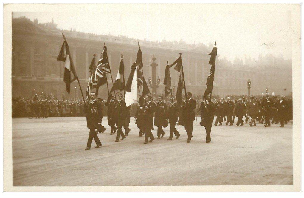 carte postale ancienne PARIS. Funérailles Maréchal Foch 1929. Drapeaux Combattants alliés