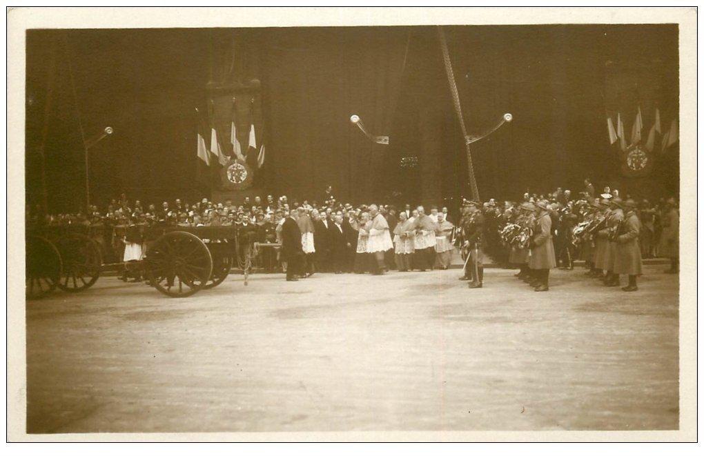 carte postale ancienne PARIS. Funérailles Maréchal Foch 1929. Le Clergé à Notre-Dame