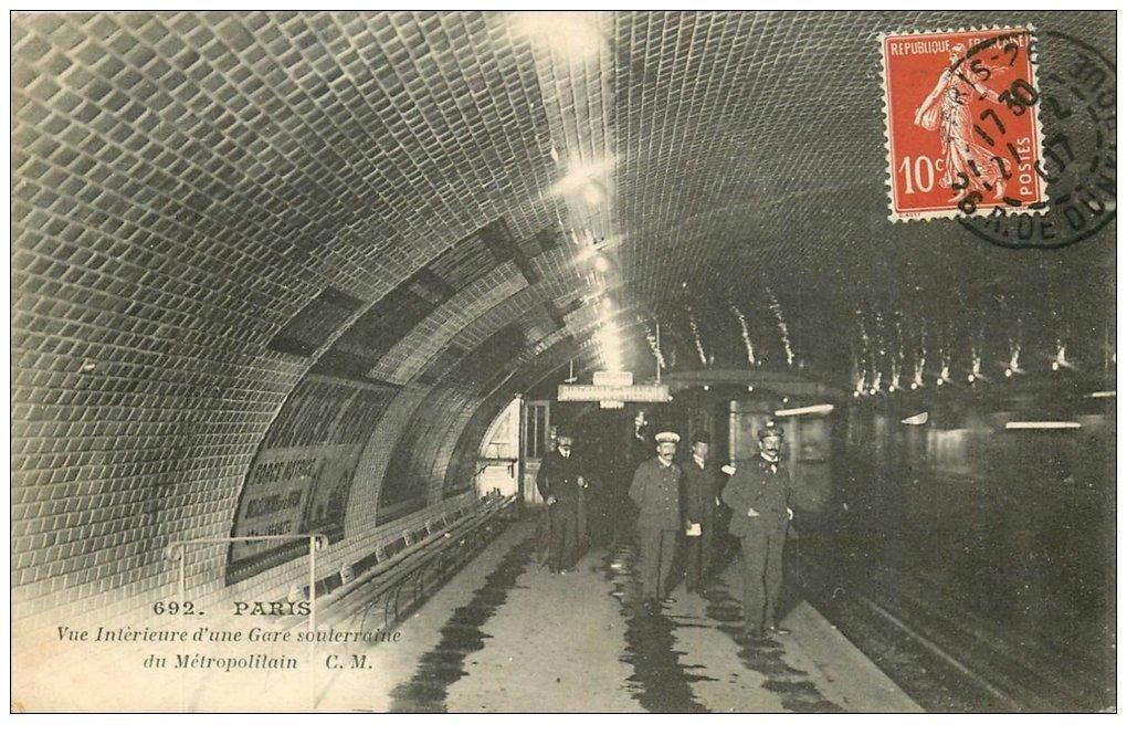 carte postale ancienne PARIS. Le Métropolitain. La Station 1907 Gare souterraine
