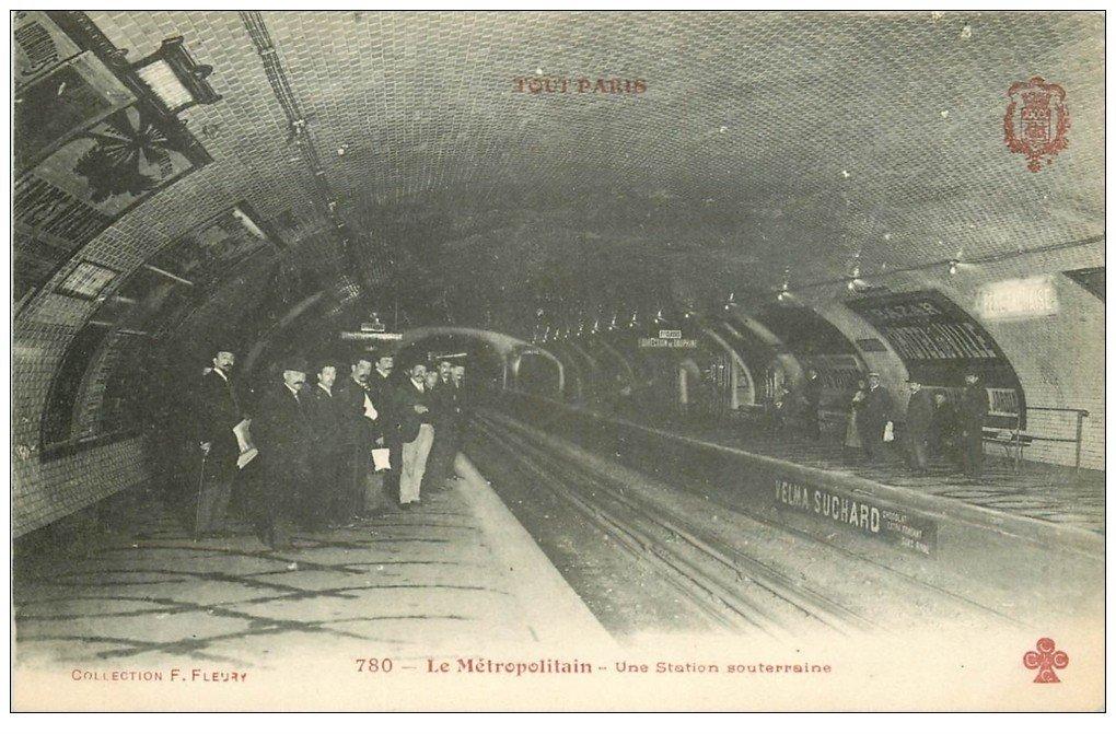 carte postale ancienne PARIS. Le Métropolitain. La Station Hôtel de Ville