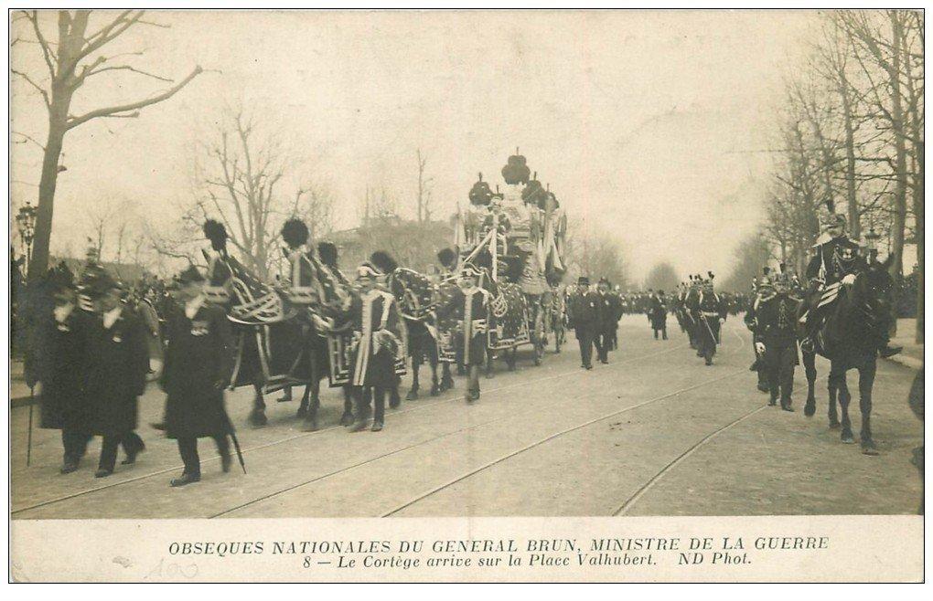 PARIS. Obsèques du Général Brun Place Valhubert