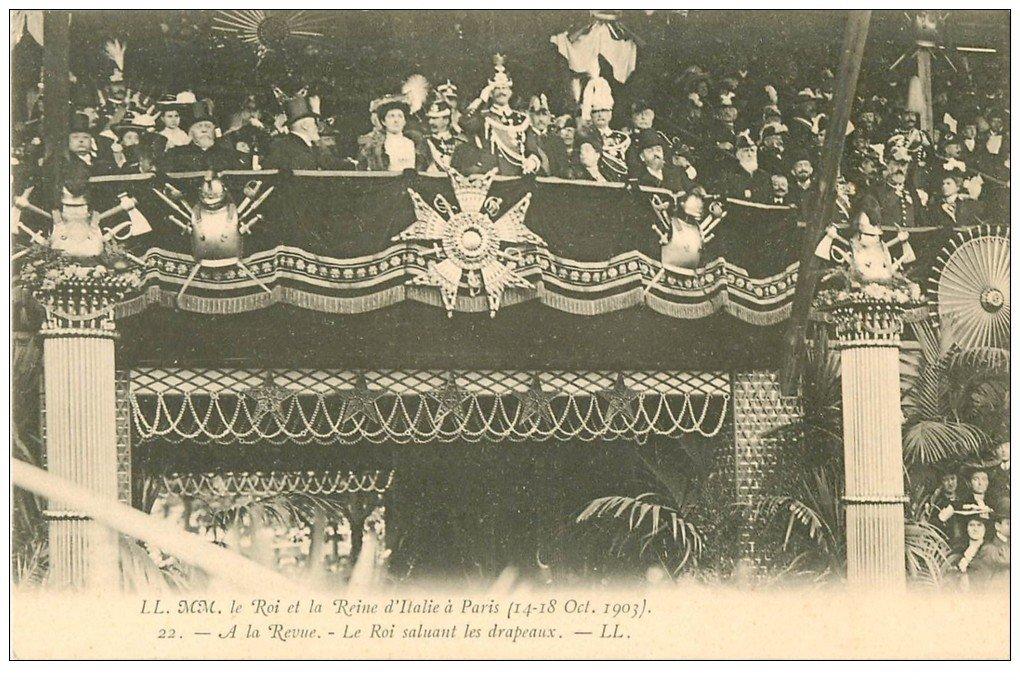 carte postale ancienne PARIS. Roi et Reine d'Italie saluant les Drapeaux à la Revue de 1903