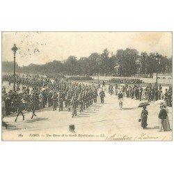 carte postale ancienne PARIS. Une Revue de la Garde Républicaine 1904