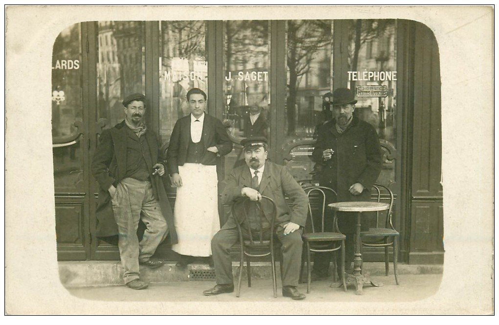 carte postale ancienne Superbe Carte Photo PARIS 04. Café Bar Saget 42 Rue de Rivoli et 2 Rue du Bourg Tibourg