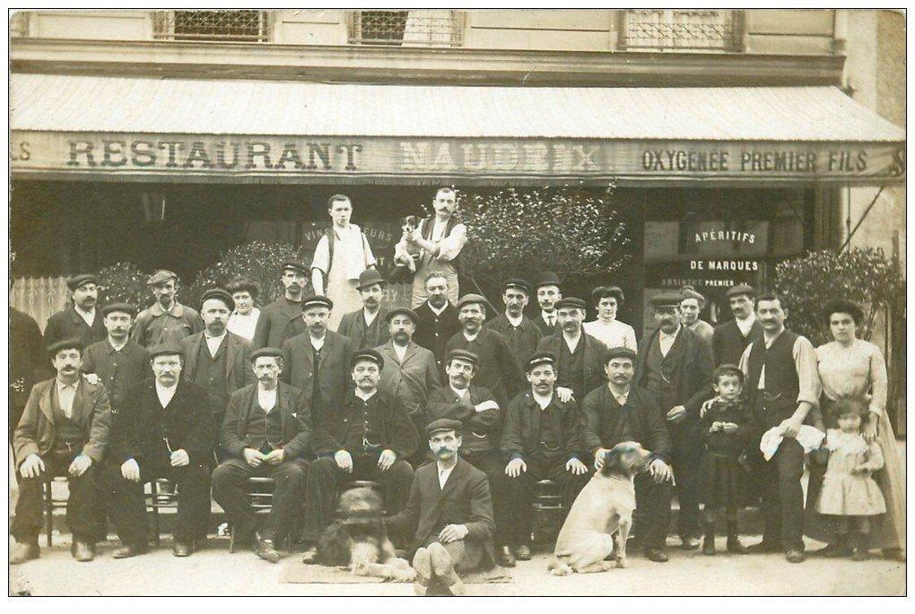 carte postale ancienne Superbe Carte Photo PARIS 07. Restaurant Naudeix 12 Avenue Rapp nombreux Chiens. Très Rare