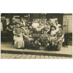 Superbe Carte Photo PARIS 09. Café Vial 36 Rue Milton. Fleurs et Champagne pour la Saint-Séraphin 1910 musiciens