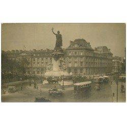 PARIS 10. Autobus à Plateforme arrière Place de la République. Derrière la Caserne