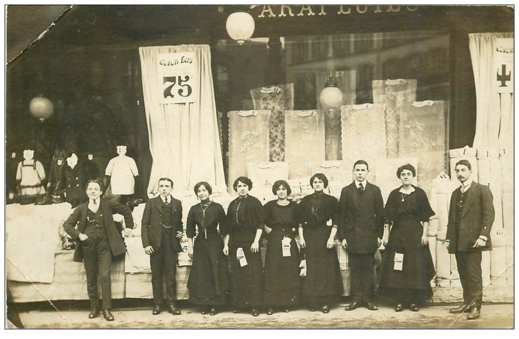 carte postale ancienne Superbe Carte Photo PARIS 10. Magasin de tissus et voiles 11-14 Rue de Lancry