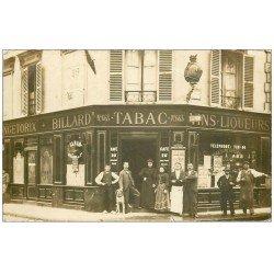 carte postale ancienne Superbe Carte Photo PARIS 14. Café Billard Tabac Vercingétorix et Rue Gergovie 1905 avec Chien