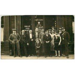carte postale ancienne Superbe Carte Photo PARIS 17. Café Pichon et Salle pour Sociétés 52 Rue des Dames avec Agent de Police