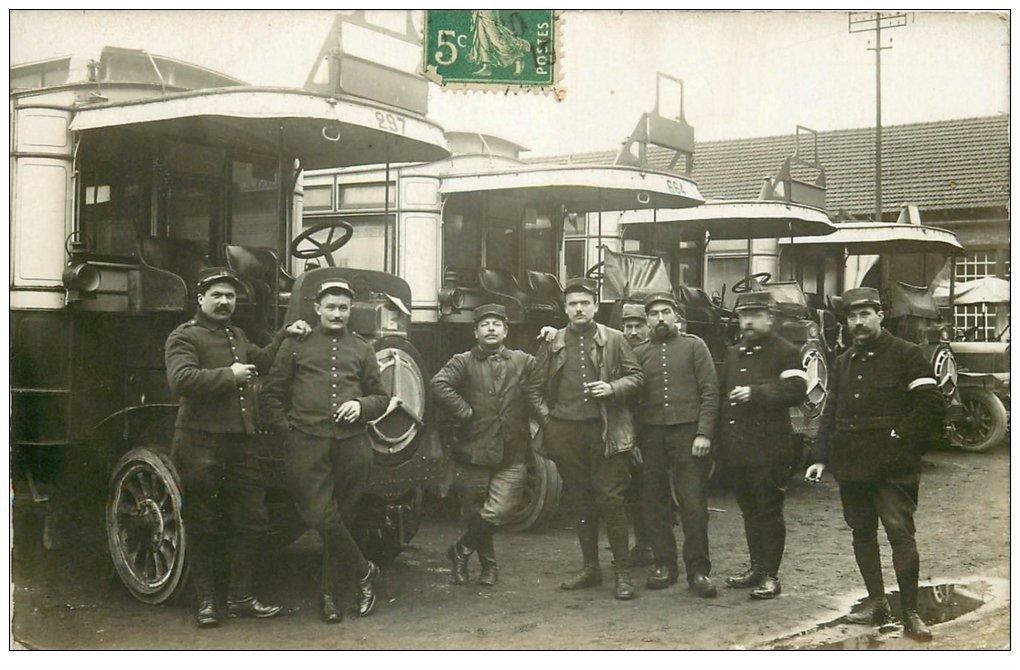 carte postale ancienne Superbe Carte Photo PARIS 18. Entrepôt des Bus et Autobus Rue Glignancourt. Conducteurs 1914 très Rare...