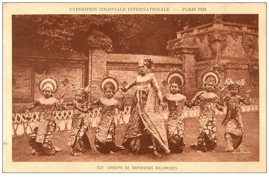 carte postale ancienne EXPOSITION COLONIALE INTERNATIONALE PARIS 1931. Danseuses Balinaises