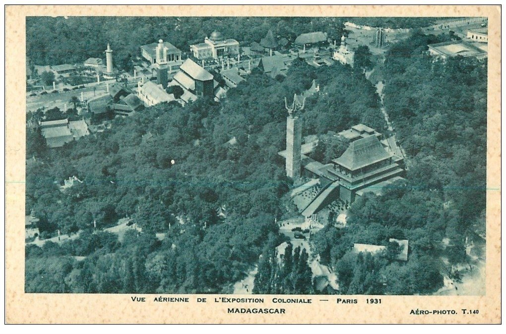 carte postale ancienne EXPOSITION COLONIALE INTERNATIONALE PARIS 1931. Madagascar vue aérienne