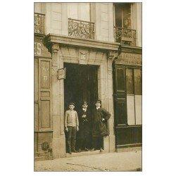 carte postale ancienne Rare 75 PARIS XI. Employés de la Poste 16 Rue Guilhem 1909. Superbe Carte Photo pour Crest