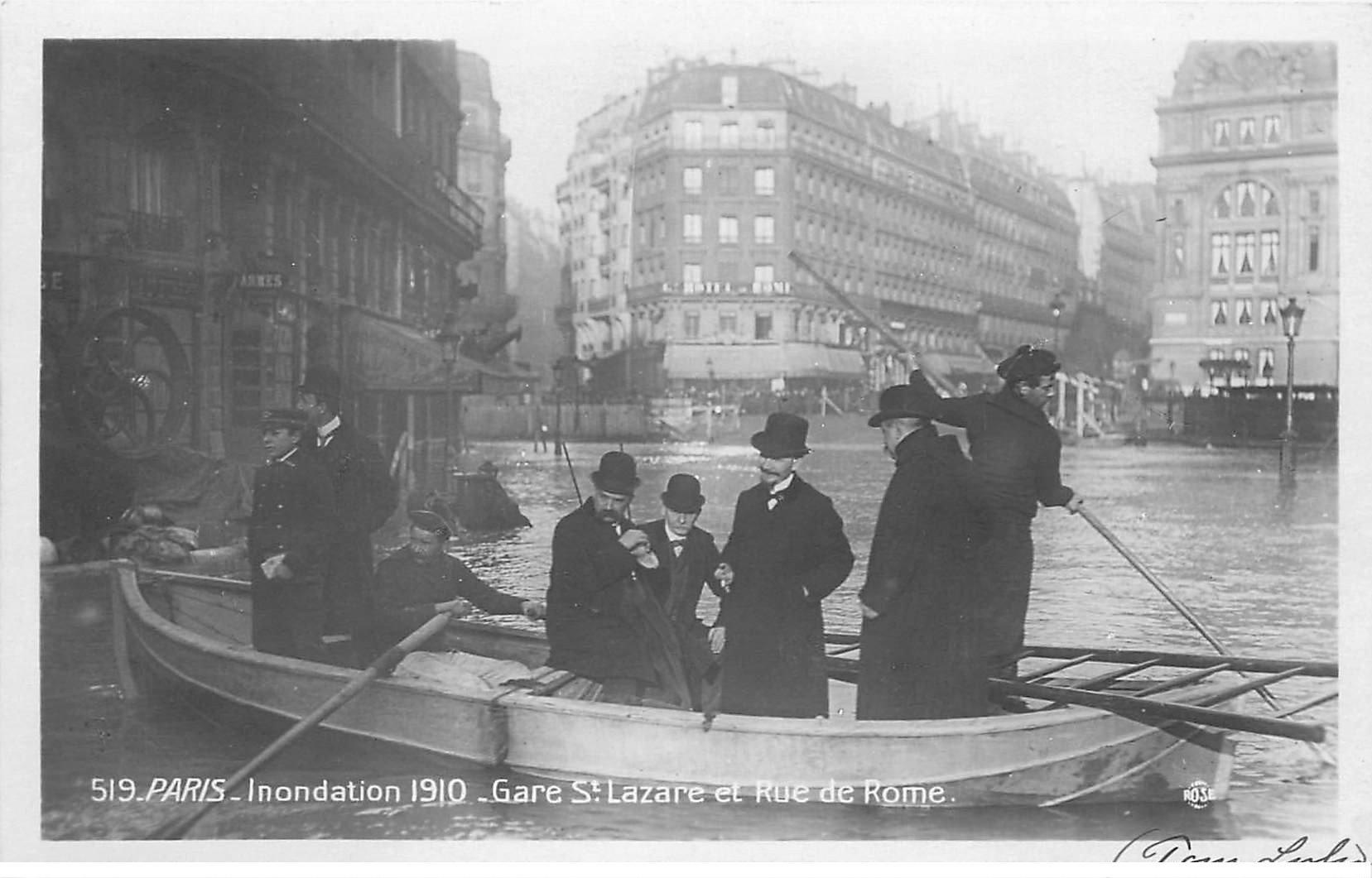 carte postale ancienne INONDATION DE PARIS 1910. Gare Saint-Lazare Rue de Rome