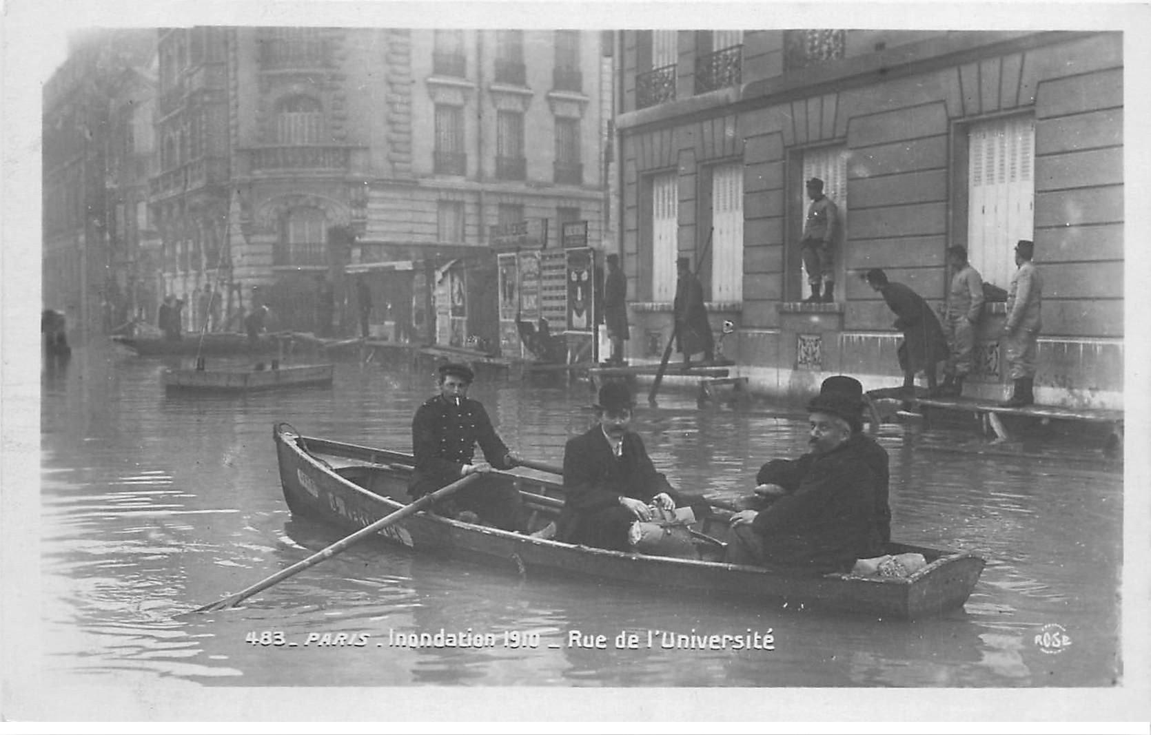 carte postale ancienne INONDATION DE PARIS 1910. Rue de l'Université